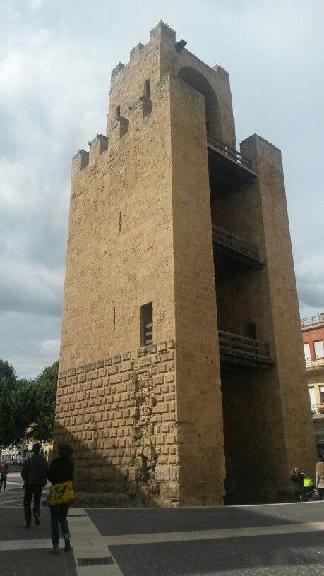 Torre di Mariano II eretta nell'ingresso nord della città nel 1290