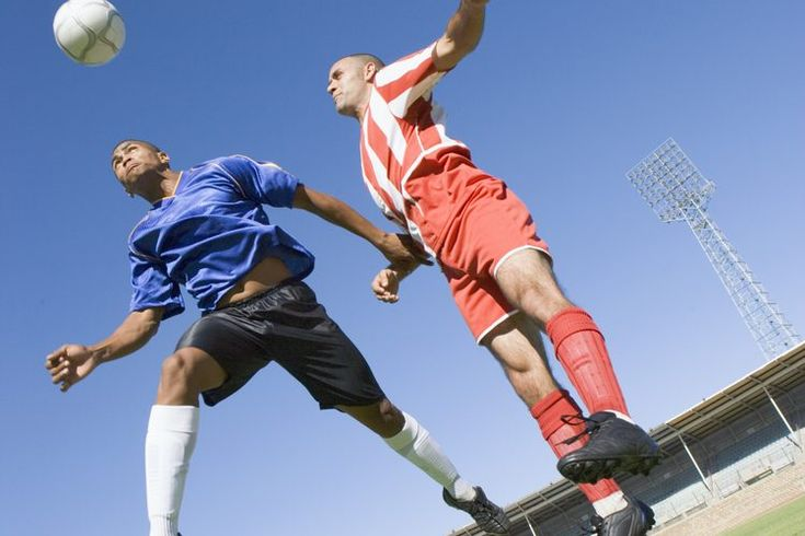 Cómo explicar las reglas del fuera de juego a niños que juegan al fútbol. Las reglas del fútbol son simples en la superficie. Pero entenderlas aplicándose en un partido puede ser difícil, especialmente para niños. La regla del fuera de juego es una de las reglas más difíciles para que entiendan los ...