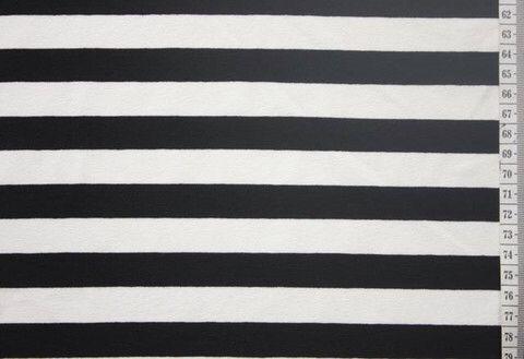 Fragile fabric Zeer aangename en verhullende tricot. Deze rekbare stof is wat dikker dan de meeste tricots en is daarmee ideaal voor comfortabele kleding zoals jurkjes en rokken, maar ook zeer geschikt voor sweaters. Maak van deze stof je ideale zomeroutfit!  Patroonsuggesties: Tilda-top uit La Maison Victor of Inari Tee-dress van Named