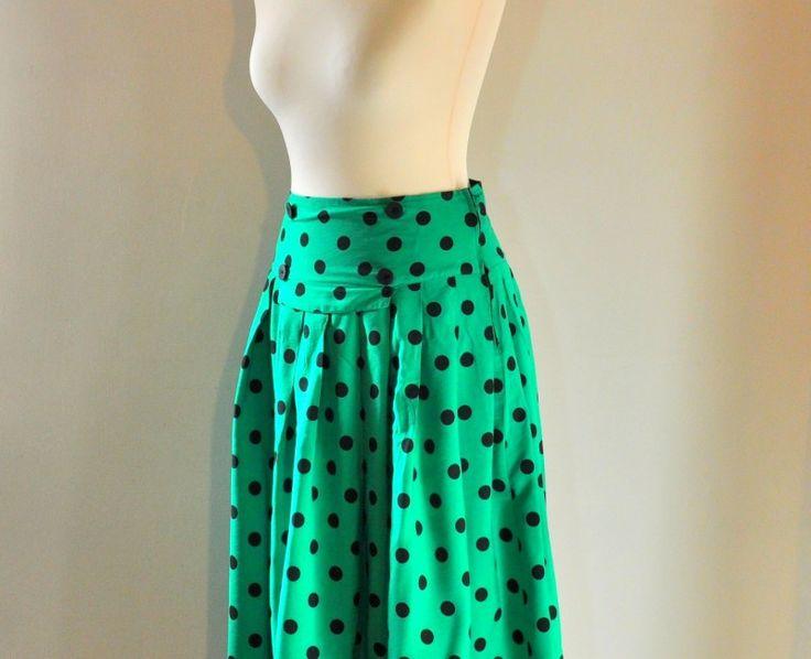 Green polka dots vintage skirt, for sale on www.caosretro.com