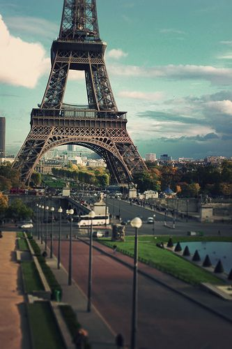 Many people underestimate the extraordinary beauty surrounding the Eiffel Tower in Paris, France. | See more about paris eiffel towers, paris france and paris.