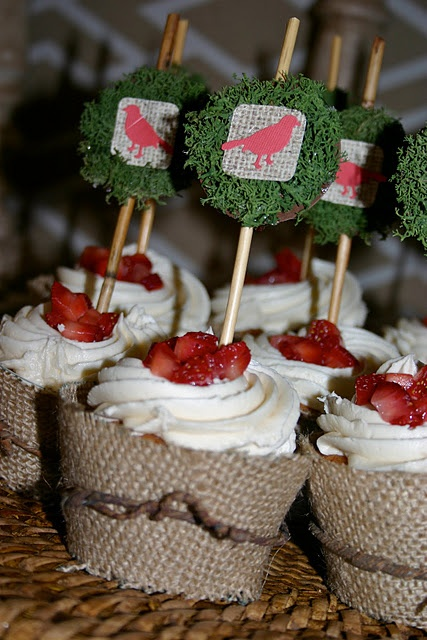 How to make your own Burlap Cupcake liners!! Perrrrrfect :)