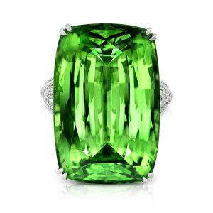 Ring. 18K Tsavorite Garnet & Diamonds.