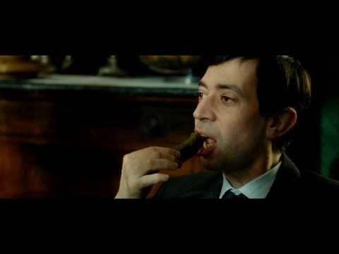 Gainsbourg (Vie héroïque): La vie de Gainsbourg, du jeune Lucien Ginsburg dans le Paris occupé des années 1940, jusqu'au poète, compositeur et chanteur célébré dans le monde entier. Le film explore son itinéraire artistique, du jeune homme épris de peinture à la consécration de sa musique dont l'avant-gardisme en a fait une véritable icône de la culture française. Mais aussi la complexité de sa vie adulte à travers ses amours tumultueuses.