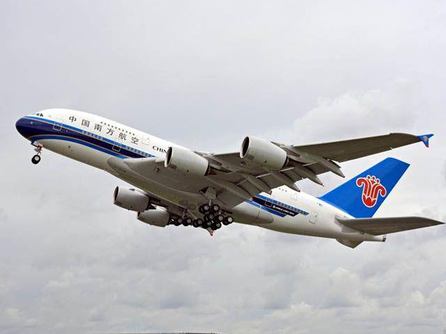 Un A380 emboutit un camion à LAX (photos)