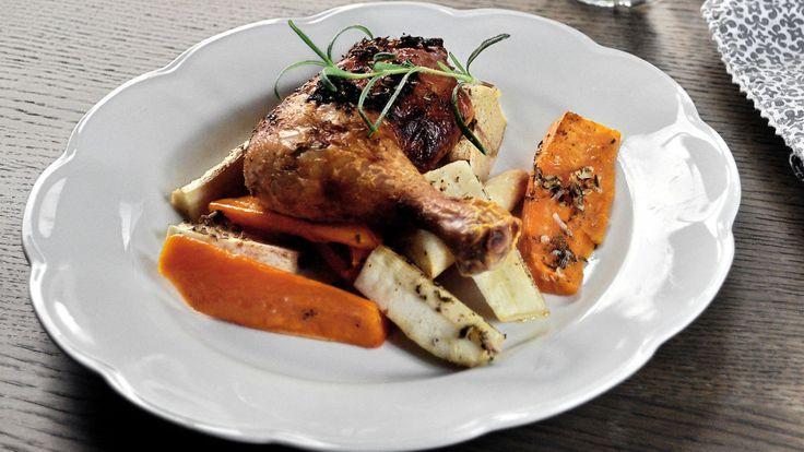 Ukens matblogg: Urtemarinerte kyllinglår med rotgrønnsaker