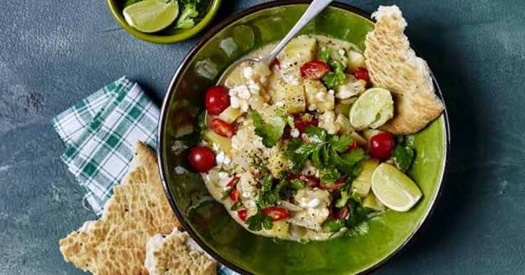 Curry er en ret der stammer fra Indien. Der findes et hav af variationer, der alle har det til fælles at de er skønt krydrede, at det hele er samlet i en gryde og de befinder sig et sted i nærheden af suppe, men lidt mere fyldig.
