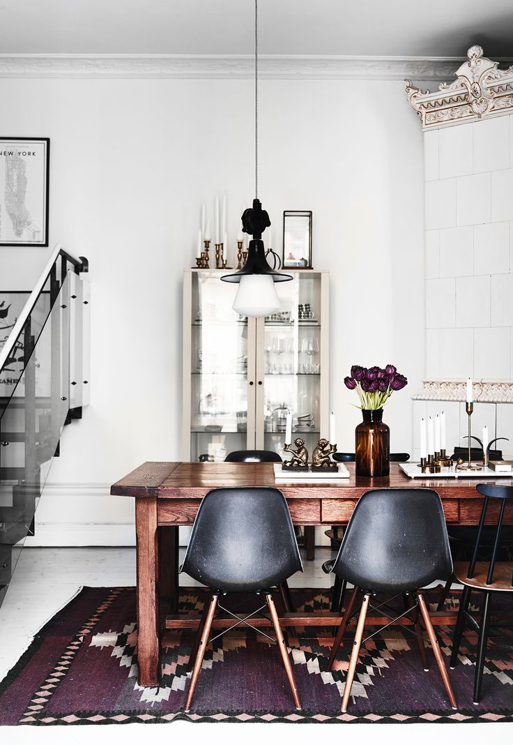 Lovely rug - Swedish dining space
