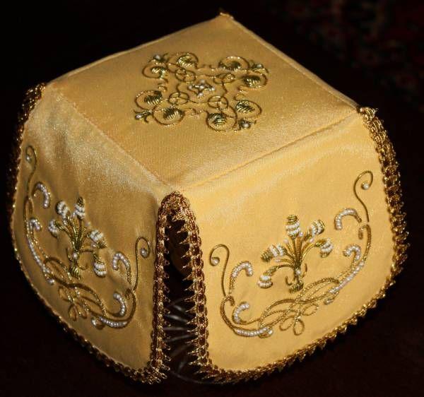 Yellow liturgical set.  Veil.
