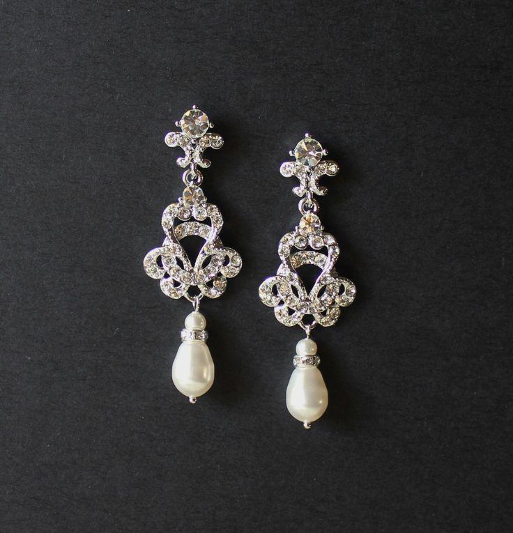 Cristal Swarovski et perles de mariée Boucles d'oreilles chandelier, bijoux de style Art Déco nuptiale, Vintage bijoux de mariage, demoisel par JamJewels1 sur Etsy https://www.etsy.com/fr/listing/76871109/cristal-swarovski-et-perles-de-mariee