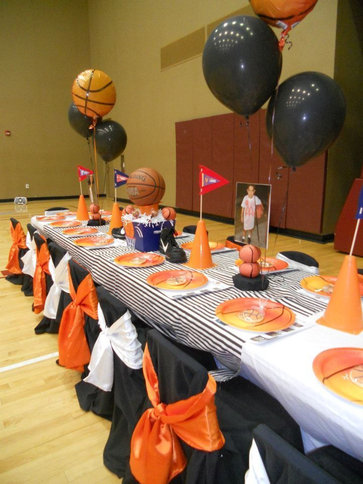 Throwing a 'Hooptastic' Basketball Party #Basketball #party #decorations #birthday (Basketball Party)