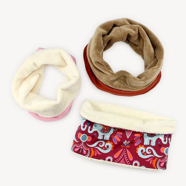 Egal ob kuschelig fürs Frühjahr oder luftig für laue Sommerabende: Eine Halssocke kann man immer gebrauchen! Eine Halssocke, oder auch Schlupfschal oder Mini-Loop genannt, ist im Prinzip ein kurzer Loop-Schal. Heißt, es ist ein zusammengenähter, ringförmiger Schal, der einfach über den Kopf gezogen wird, aber er muss nicht wie ein normaler langer Loop mehrmals um …