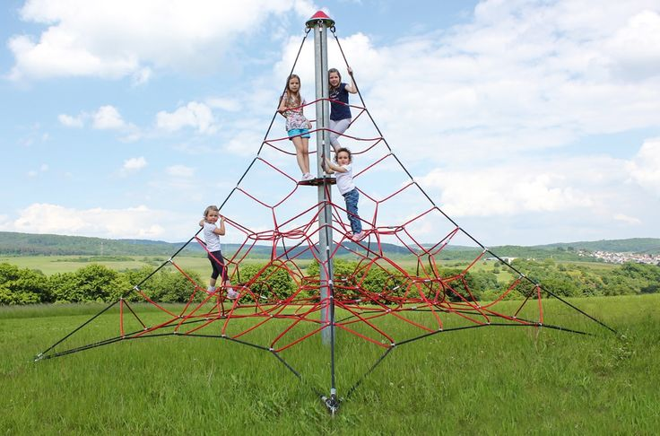 "HUCK ""SPIDER"" Rope Net Pyramid, 4m high, Art. 5000-4-4. HUCK ""SPIDER"" Seilnetzpyramide, 4 m hoch, Art. 5000-4-4."