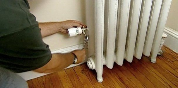 Add controls to a steam radiator, with advice from This Old House plumbing and heating contractor Richard Trethewey