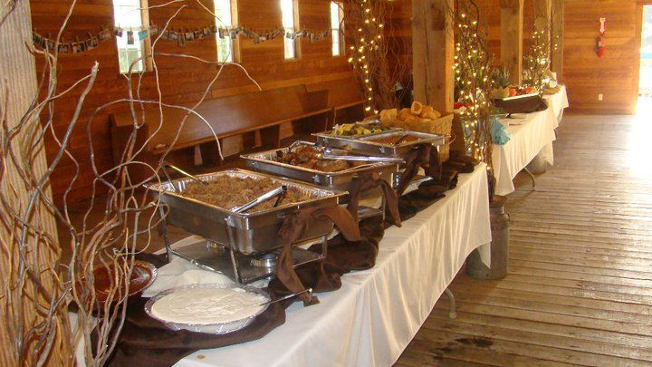 Pulled pork and BBQ food for a barn wedding (by Lagana Catering)