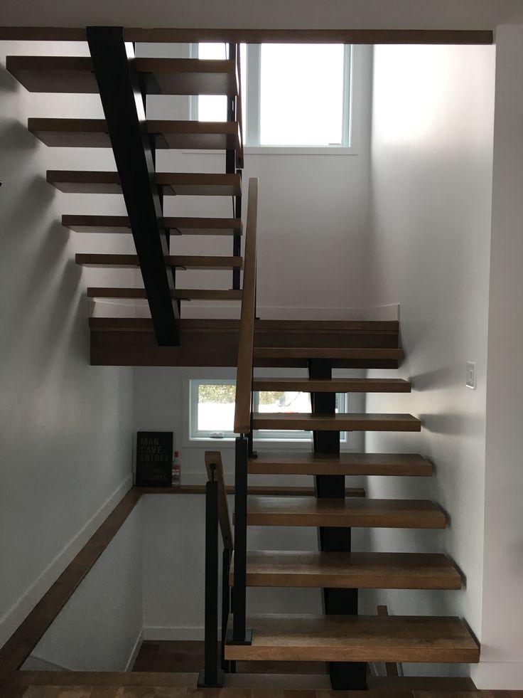 Escalier, limon d'acier , bois, rampe en verre