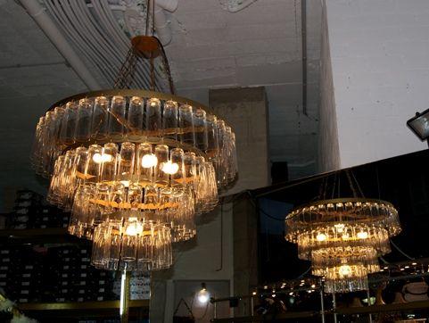 Lamparas originales en zapateria hechas de vasos for Lamparas y plafones de pared