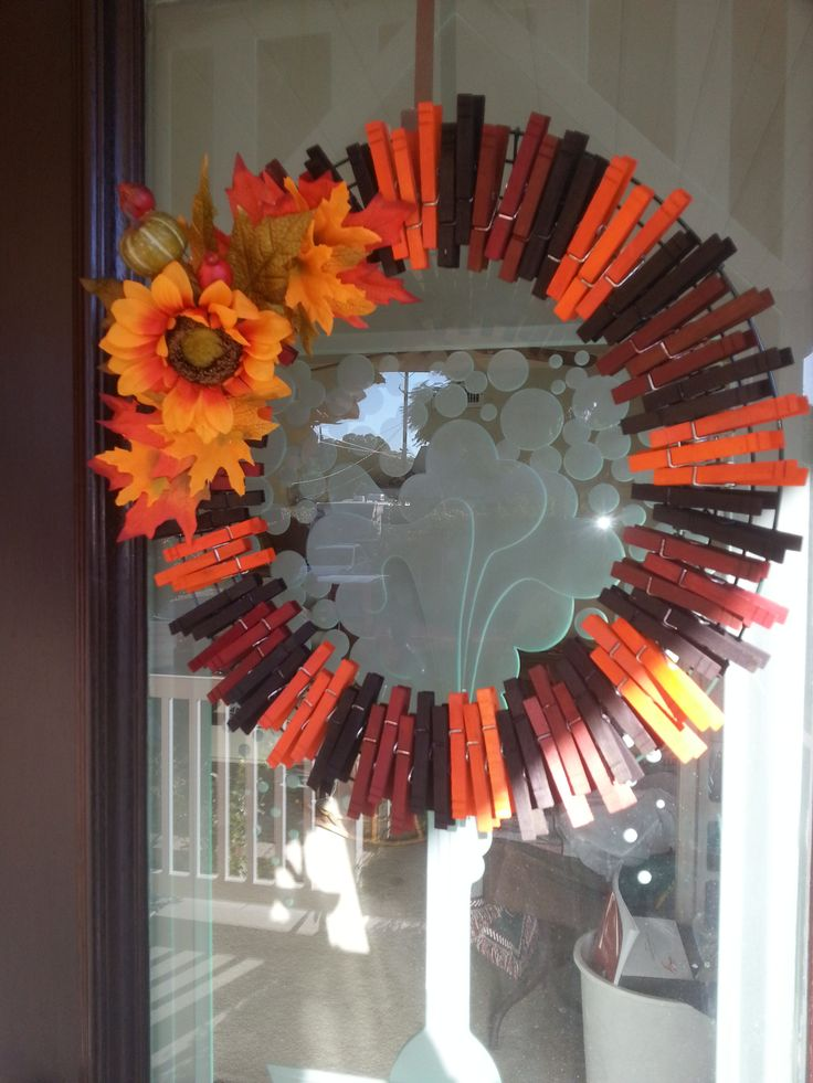 Fall wreath from dyed clothes pins