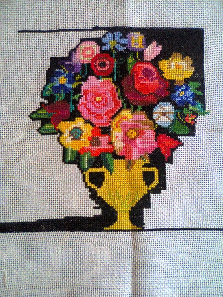 Adriana  Hobby: Tablou  - Vază cu flori brodat în punct Cross stit...