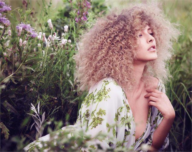 Aveda Capelli ricci: i tagli e gli styling 2015 Elastici, voluminosi o afro style.