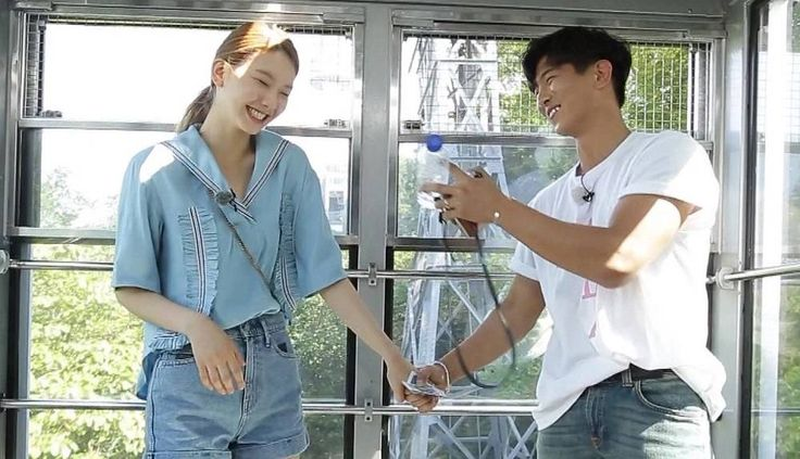 Mad Town's Jota and Kim Jin Kyung hold hands on 'We Got Married' | http://www.allkpop.com/article/2016/06/mad-towns-jota-and-kim-jin-kyung-hold-hands-on-we-got-married