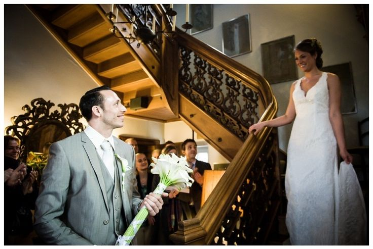 kasteel groot buggenum, grathem, bruidsreportage, bruid, bruidegom, bruid komt trap af, www.sjurlie.nl, kanten trouwjurk