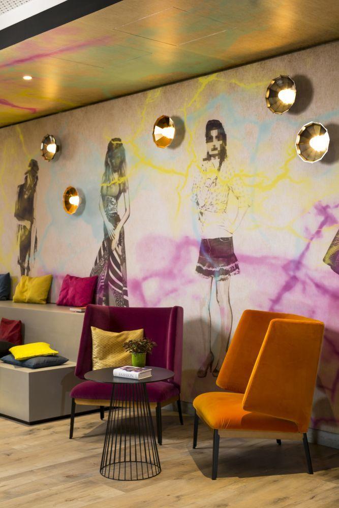 #arflex #hug #armchair #design @claessonkoivistorune Hotel Mercure / Wittenbergplatz - Berlin, realized by Gärtner - Hamburg, planning Kitzig Interior Design GmbH #luxury #interiorinspiration #photooftheday #staytuned www.arflex.com
