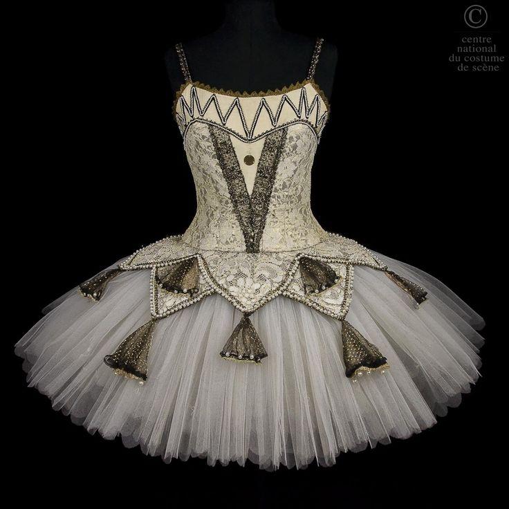 """Kitri """"Dryade""""   CNCS pour Isabelle Guérin, atelier de couture de l'Opéra Garnier de Paris, pour Don Quichotte chorégraphié par Rudolf Noureev 1981, Opéra Garnier Paris."""