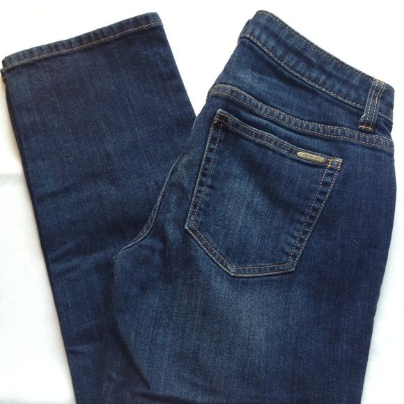 Jennifer Lopez  Boyfriend Fit Jeans Jennifer Lopez 'Boyfriend Fit' dark wash jeans are in excellent used condition. Waist: 15.5 inches Inseam: 27.5 inches Jennifer Lopez Jeans Boyfriend