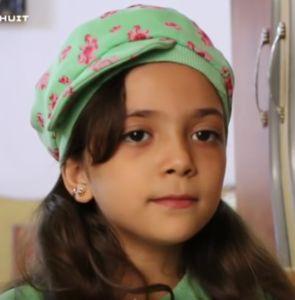 Menelusuri Jejak Bana Al-Abed: Pembuktian Sosok Gadis Cilik di Timur Aleppo  KIBLAT.NET  Bana Al-Abed adalah seorang gadis 7 tahun yang tinggal di Aleppo Timur.Melalui pesan berbahasa Inggris yang tak lancar dan apa adanyaia telah menjadi representasi dari penderitaan yang setiap hari dihadapi bocah-bocah di Suriah.  Dia juga merupakan seorang figur terkenaldi Twitter.Dalam tiga bulan terakhir akunBana Al-Abedtelah aktif menghimpun 284.000 pengikut termasuk JK Rowling dan telah menulis…