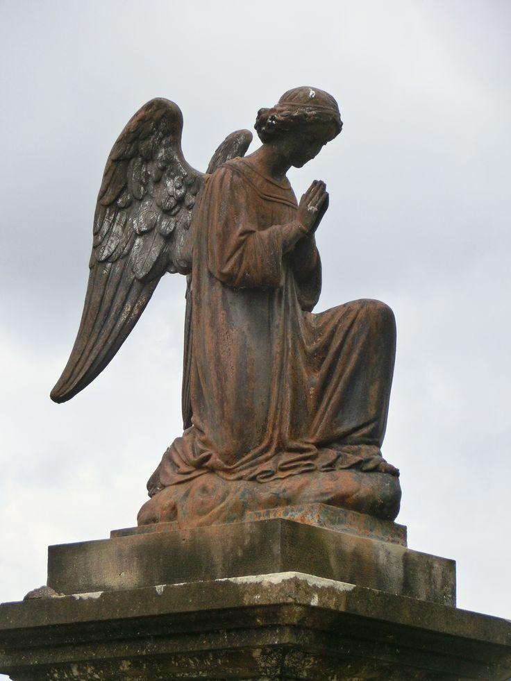Engel op het kerkhof in Léran