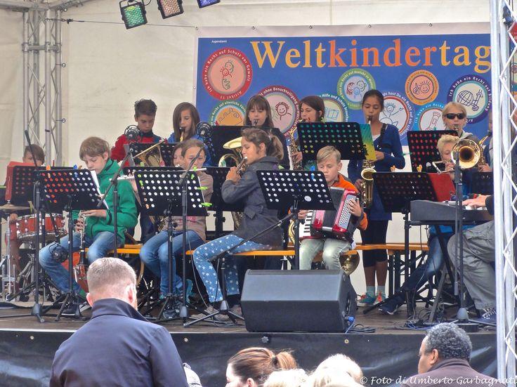 """... orchestra di ragazzini alla festa """"Weltkindertag"""" (giornata mondiale dei ragazzi) - Nürnberg (D) - 20 set 2015 - © Umberto Garbagnati -"""