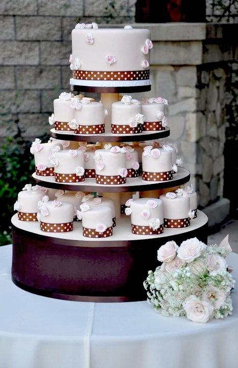 individual fondant cakes