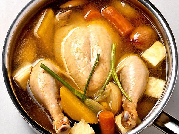 Hel kokt kyckling med rotfrukter
