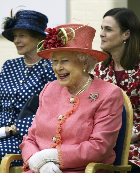 Queen Elizabeth II Photo - Queen Elizabeth II Visits St Georges School In Windsor