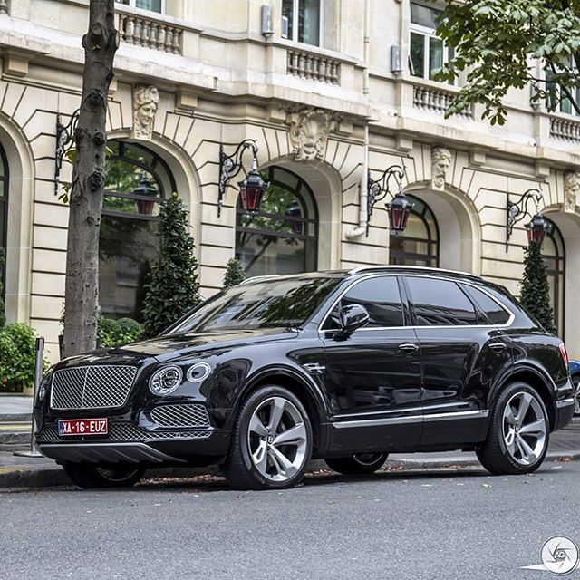 Looking mighty impressive! The #Bentley #Bentayga! Spotted in #Paris…