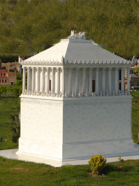 The maussolleion model as seen in Turkey