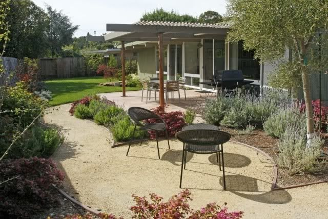 Great use of Decomposed Granite and landscaping planter sections - Eichler backyard