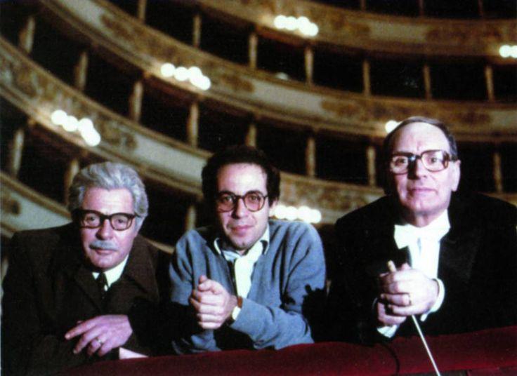 Ennio Morricone (primero por la derecha) con el actor Marcello Mastroianni y el director de cine Giuseppe Tornatore (en el centro) en los ensayos de 'Están todos bien', (1990) en el Teatro de la Scala de Milán.