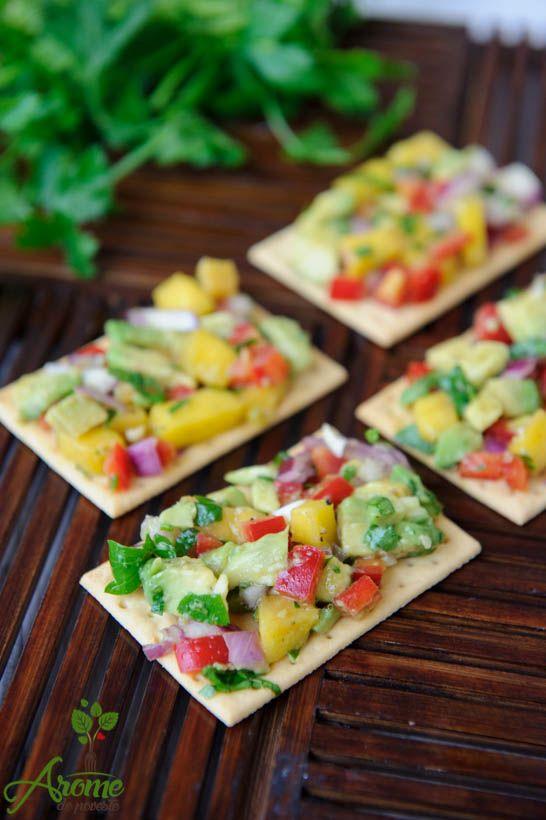 Crackers fara gluten cu mango si avocado