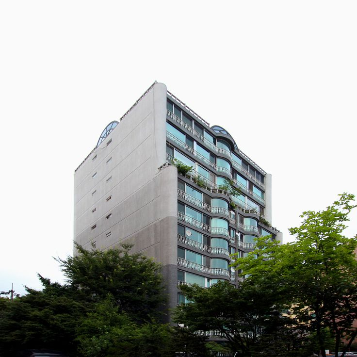 West elevation of the apartment building  http://www.hjlstudio.com/chungdam-mokhwa-riverville