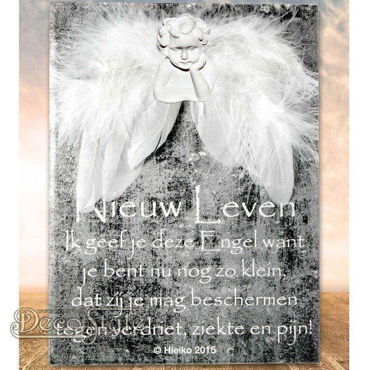 """SLC Gedichtentegel Angel Wings - NIEUW LEVEN  Uit de collectie """"Ik geef jou een engel"""" komt deze tegel met een klein gedichtje. Naast dit kleine gedichtje is de tegel voorzien van beschermende engelen vleugels en een   engelen hoofdje. Voor een ieder die wel een beetje extra bescherming kan gebruiken.  Op het tegeltje staat het volgende gedichtje:  NIEUW LEVEN Ik geef je deze Engel want je bent nu nog zo klein. dat zij je mag beschermen tegen verdriet, ziekte en pijn!"""