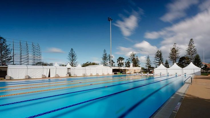 #GC2018 // The Optus Aquatic Centre warm up pool 🏊🏽♂️ 🏊🏼♀️ featuring 30m of our MULTIFLEX Marquee ready for phsyio, first aid, prep...…