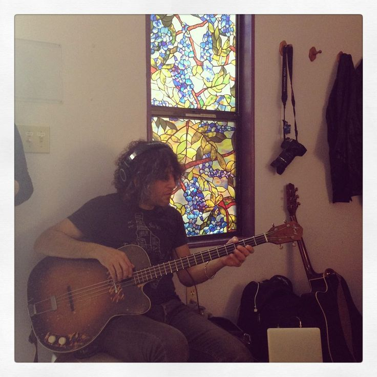 Dan Rothchild doing a little dressing room rehearsal before taking the stage on Sunday