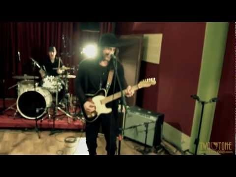 """laut.fm Blues Rock Radio Köln Karlsruhe: Two Tone Session - Richie Kotzen performing """"Help Me"""" http://musikkarlsruhe.blogspot.com http://laut.fm/bluesclub Gitarre NRW Baden Württemberg    Hey Friends and Fans,    Check out this new live video RK recorded a  few months ago in Brazil..."""
