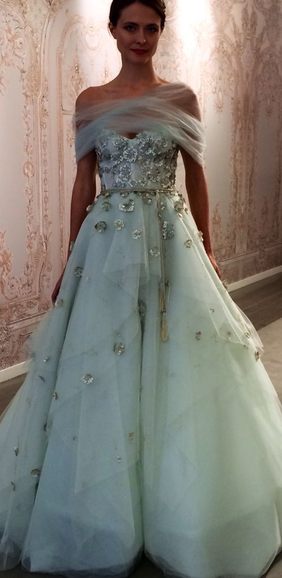 Monique Lhuillier FALL 2015 Seafoam or Mint? Can't decide what color this is.