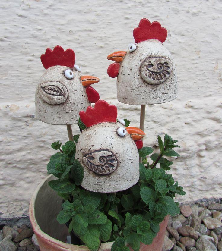 Slepičky+II,+keramické+zápichy...+Keramické+zápichy+-+s+jarním+motivem slepičky,+do+květináčů,+mezi+koledu...na+záhony.+Cena+za+1ks.+Ostatní+kachlíky,+talíře,+nebo+velikonoční+vejce+a+zvířata+můžete+najít+v+mojí+sekci+velikonoce.+Cena+poštovného+je+za+1+ks,+při+koupi+více+kusů+jakéhokoli+zboží+se+cena+navyšuje+dle+váhy+a+velikosti+balíku.