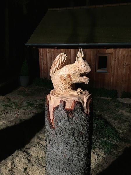 Baumstumpfgestaltung eichhörnchen kettensäge pinterest
