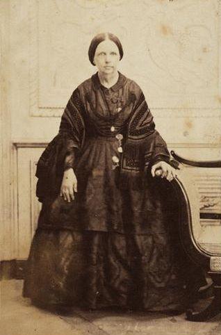 D.Maria II, nascida em 04/04/1819 no Rio de Janeiro, Rainha de Portugal, irmã do Imperador Pedro II do Brasil