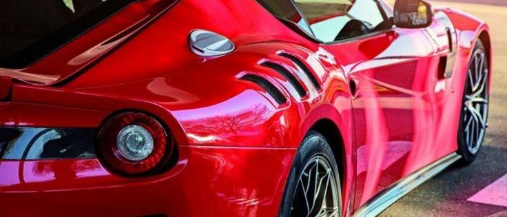 Segundo o jornal A Bola, Alan Ruiz não pode estacionar o seu carro no campo de treino de Alcochete por causa da cor do mesmo. O jogador tem um Ferrari de c